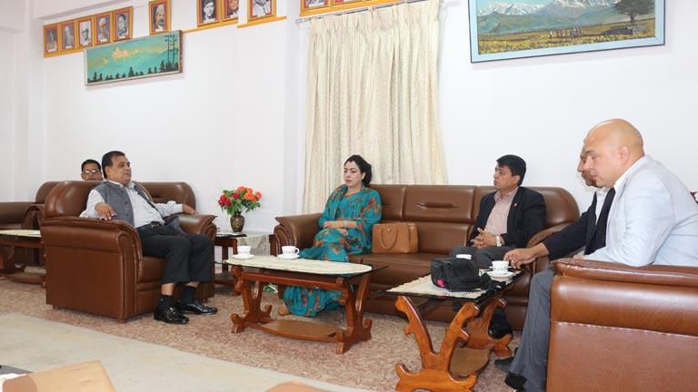 महासंघ प्रतिनिधिमण्डल र उपप्रधान तथा परराष्ट्र मन्त्री बीच भेटवार्ता: नेपाली कुटनीतिक नियोगहरुलाई निश्चित लक्ष्यसहितको कार्यक्रम दिएर पठाउनुपर्ने सुझाव (२०७४/४/१०)