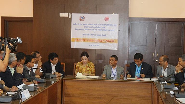 नेपाल सरकार, संघीय मामिला तथा स्थानीय विकास मन्त्रालय र महासंघ बीच समझदारीपत्रमा हस्ताक्षर (२०७४/४/६)