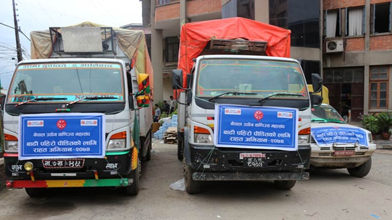 महासंघबाट प्रभावित जिल्लाहरूमा राहत सामग्री पठाउन शुरु,  आज रौतहट, सुनसरी र धनु्षा जिल्लामा पठाइयो (२०७४/०५/०६)