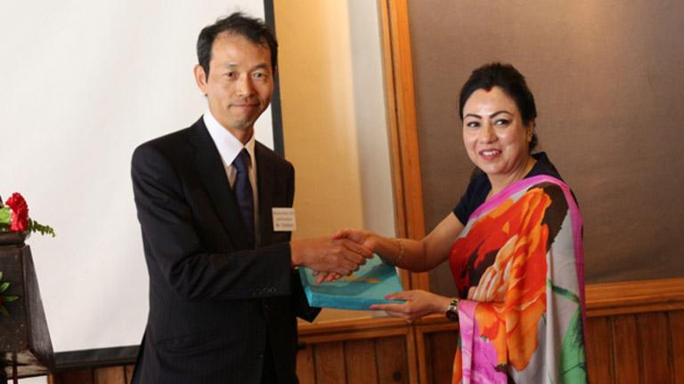 सिंगापुरमा लगानी रहेका जापानी उद्यमी व्यवसायीहरु नेपाल भ्रमणमा महासंघसँग काठमाडौंमा भेटवार्ता (२०७४/०७/२१)