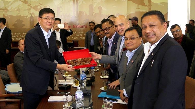 चिनियाँ लगानीकर्ता सम्मिलित प्रतिनिधिमण्डल र नेपाली उद्यमी बीच  महासंघ सचिवालयमा भेटवार्ता (२०७४/०७/०७)