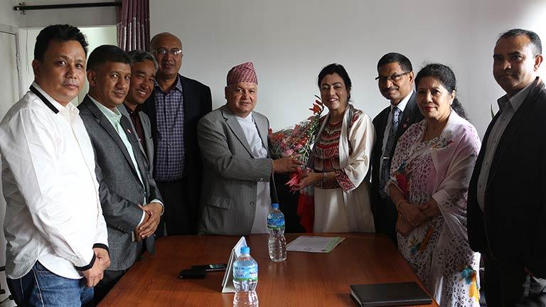 नवनियुक्त उद्योगमन्त्री थापा समक्ष  महासंघको प्रतिनिधिमण्डलद्वारा भेटवार्ता (२०७४/०६/०२)